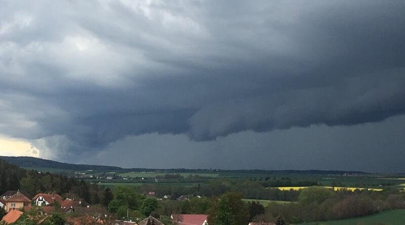 bouře nad Plzní
