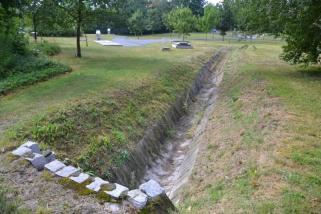 Suché koryto téměř zapomenutého potoka