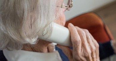 Linka 374 780960 slouží plzeňských seniorům jako pomoc sregistrací na očkování