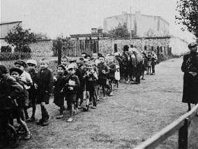 Deportace polských dětí do koncentračního tábora