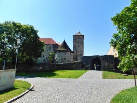 Pohled na hrad od parkoviště