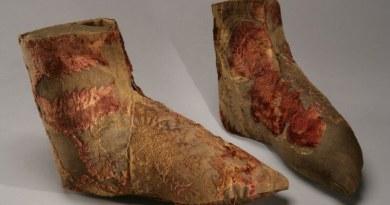 Pozvánka na přednášku k výstavě Funerální textilie zkrálovských hrobů