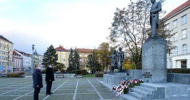 Plzeň si připomněla 102. výročí vzniku Československa symbolickým pietním aktem. Přečtěte si projev primátora