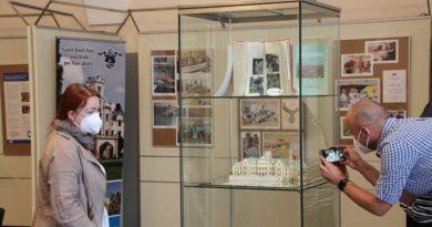 Výstava v mázhauzu plzeňské radnice upozorňuje na roztroušenou sklerózu