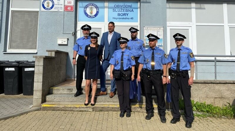 policisté na borech