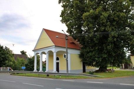 Kaple Narození Panny Marie a památná lípa