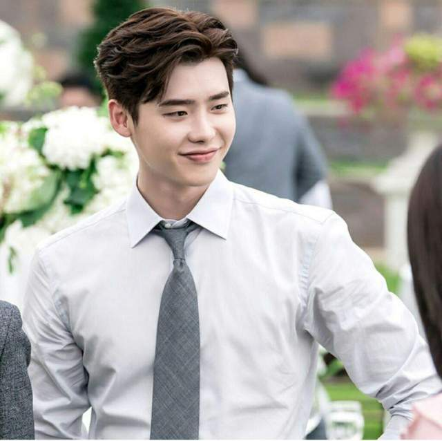 Rich results on Google's SERP when searching for 'Lee Jong Suk'