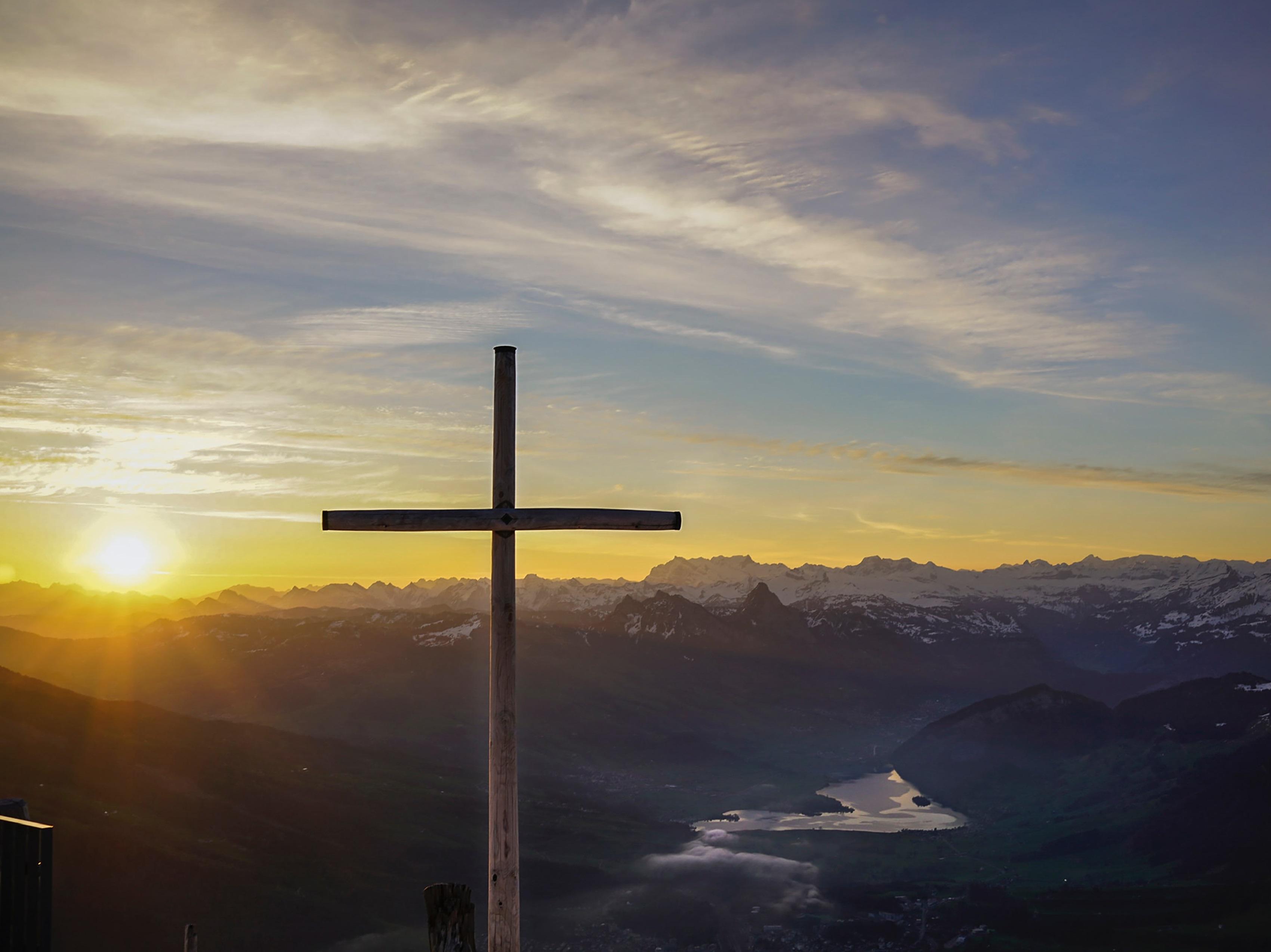 cruz paisaje amanecer