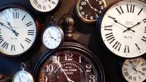 clocks-1098080_1280