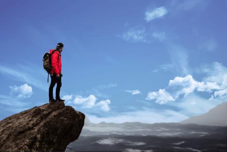 Une personne sur un rocher