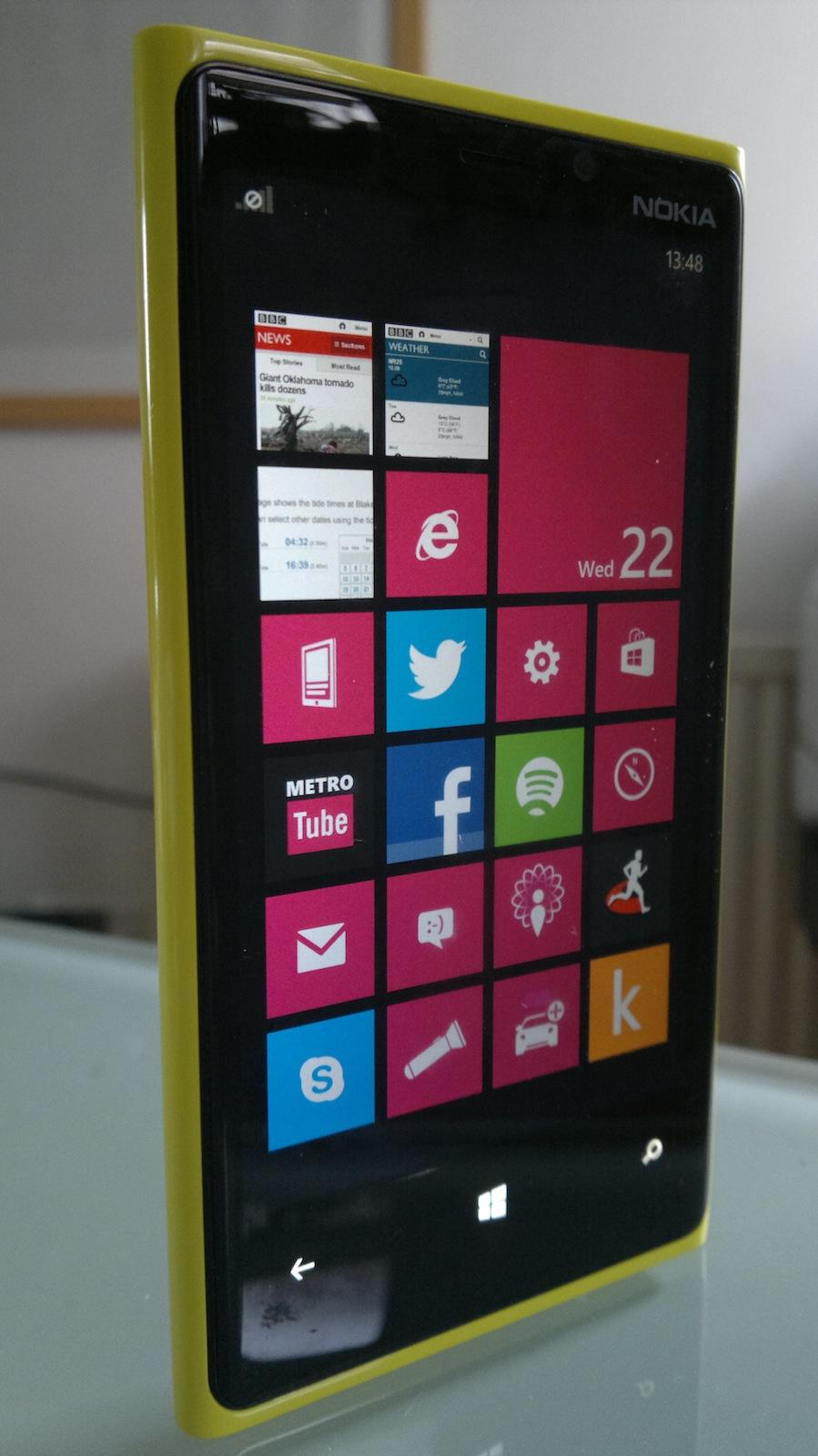 Nokia Lumia 920 standing upright