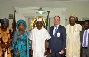 The governor of Osun State, Ogbeni Rauf Aregbesola (3rd left); his deputy, Mrs Titi Laoye-Tomori (2nd left); Country Director, French Development Agency (AFD), Olivier Delefosse (3rd right); Secretary to the State Government, Alhaji Moshood Adeoti (2nd right); Senior Technical Adviser to the Governor on Development Partners and Int-Relations, Dr Michael Olugbile (right); the Orangun of Oke-ila, Oba (Dr.) Adebokun Abolarin (left), during the visit…