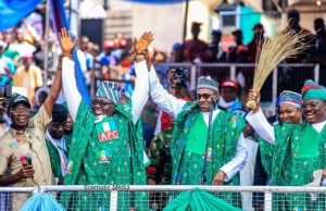L-R: Comrade Adams Oshiomhole, Chief Adebayo Adelabu, President Muhammadu Buhari and Governor Abiola Ajimobi of Oyo State...at the rally...