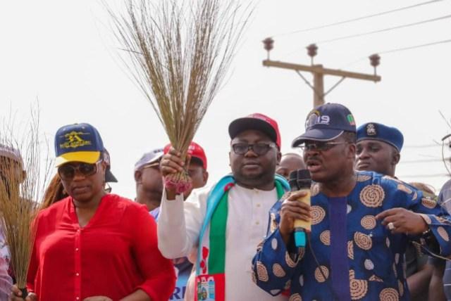 R-L: Oyo's Governor Abiola Ajimobi, Adebayo Adelabu and his wife, Seyi...during an earlier electioneering campaign...