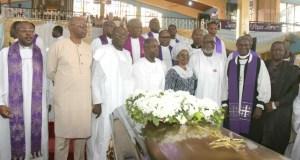 L-R: Dr Olusegun Mimiko, Dr Kayode Fayemi, Prof Yemi Osinbajo,the widow of Fasehun, Arakunrin Oluwarotimi Akeredolu and others at the church service...