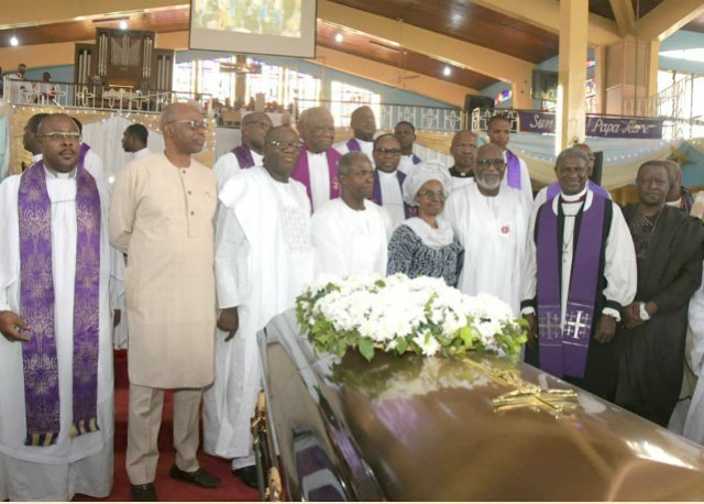 L-R: Dr Olusegun Mimiko, Dr Kayode Fayemi, Prof Yemi Osinbajo,the widow of Fasehun, Arakunrin Oluwarotimi Akeredolu and others at the church service...
