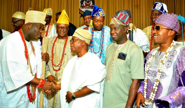 Osun's Gov Gboyega Oyetola (2nd left); his deputy, Mr. Benedict Alabi (2nd right); the Ooni of Ife, Oba Adeyeye Enitan Ogunwusi (left), the Oluwo of Iwo land, Oba Abdulrasheed Akanbi and others, during the visit…