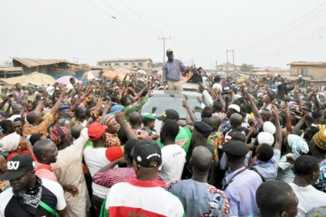 Oyo state PDP's gubernatorial candidate, Engr Seyi Makinde acknowledging the people of Olomi…