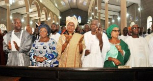 From left, Oyo State governor-elect, Engr Seyi Makinde, his wife, Omini, Alhaja Mutiat Ladoja, Senator Hosea Agboola, Oyo South senator-elect, Dr Kola Balogun and his wife, Mogbonjubola during the thanksgiving service…