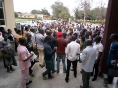 Workers of the College of Education, Ikere Ekiti protesting the sacks of five senior staffs of the institution recently