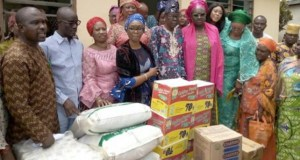 …Ogun State Deputy governor-elect, Engr (Mrs) Noimot Salako-Oyedele, wife of the governor-elect, Mrs. Bamidele Abiodun, in a group photograph with inmates of the Lepers Colony, Iberekodo, Abeokuta, for Easter celebration on Monday