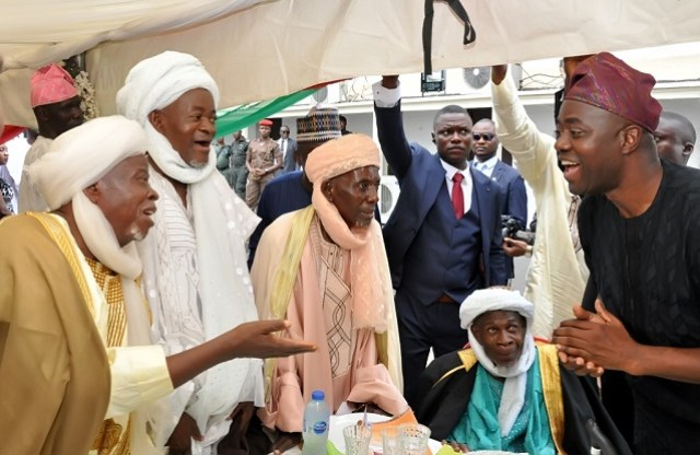 Oyo State governor, Sir Seyi Makinde (right), Chief Imam of Ibadan, Sheikh Abdulganiyy Agbotomokekere (left), Alfa Agba of Ibadan, Sheikh Abdulfatai Alaga and others at the event…