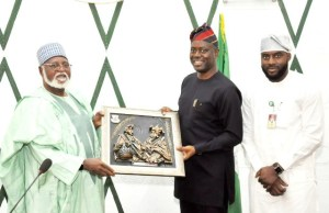 Oyo State Governor, Mr Seyi Makinde (middle) presenting artwork frame to Former Head of State, Alhaji Abdulsalami Abubakar while the Speaker Oyo State House Assembly, Hon Adebo Ogundoyin looks on…