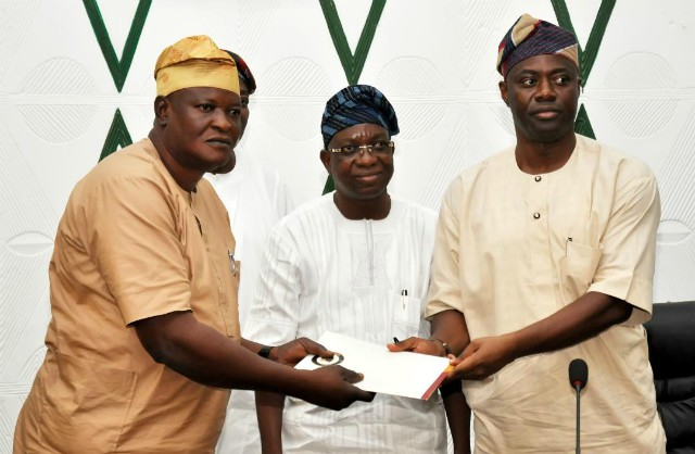 Oyo State Governor, Mr Seyi Makinde (right) handing over the bill for a law on the setting up of an Anti Corruption Agency for onward transmission to the state House of Assembly to Special Adviser on Legislative Matter, Hon Samuel Adejumo while the Deputy Governor, Mr Rauf Olaniyan looks on at the Executive chamber, Governor's Office, Ibadan…