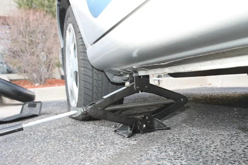 defekt-prazdna-pneu-hever-vymena-kola