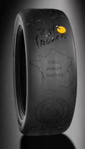 Continental_na_Tour_de_France_2019_s_novou_limitovanou_serii_cyklistickych-pneumatik-trofej