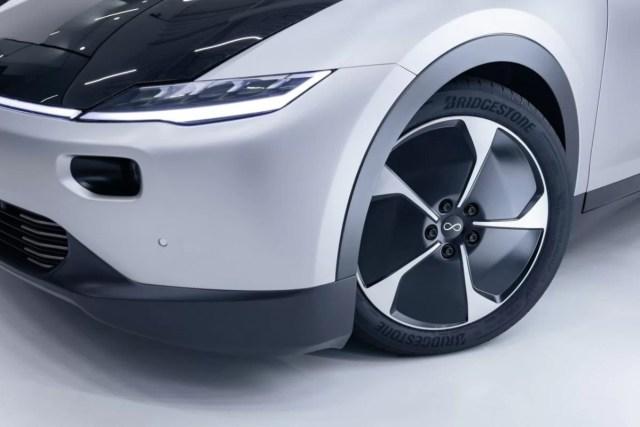 2021-solarni_elektromobil-Lightyear-_One-Bridgestone-pneu