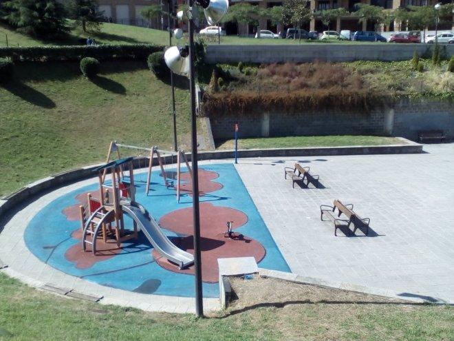 Columpios al solazo en el parque de la Encarnación