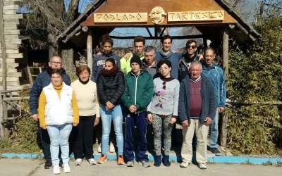 Los alumnos de carpintería del PFTVAL del Centro Docente 'El Cristo Roto' diseñan y confeccionan la nueva entrada al Poblado Tartésico