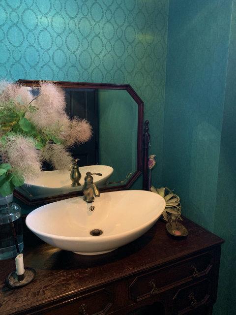 【鏡の汚れ】はどうやって落とせば良い?鏡の掃除に必要な【洗剤】と【掃除方法】
