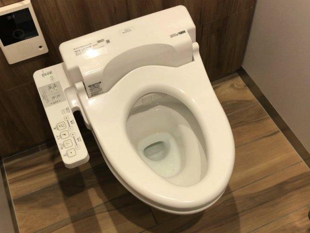掃除しているのに臭いが消えない!【除菌】と【除湿】でトイレの臭いを激減させる方法
