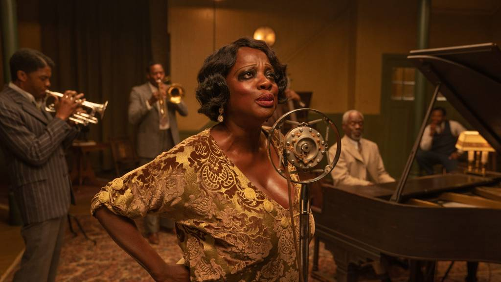 Ma Rainey (Viola Davis) and her band