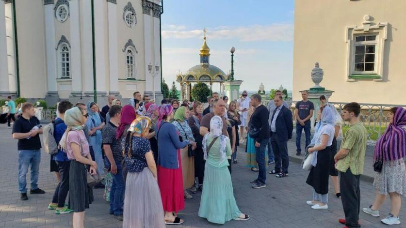 Паломники в Почаевской Лавре