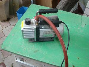 Pompe à vide pour pomper de l'air