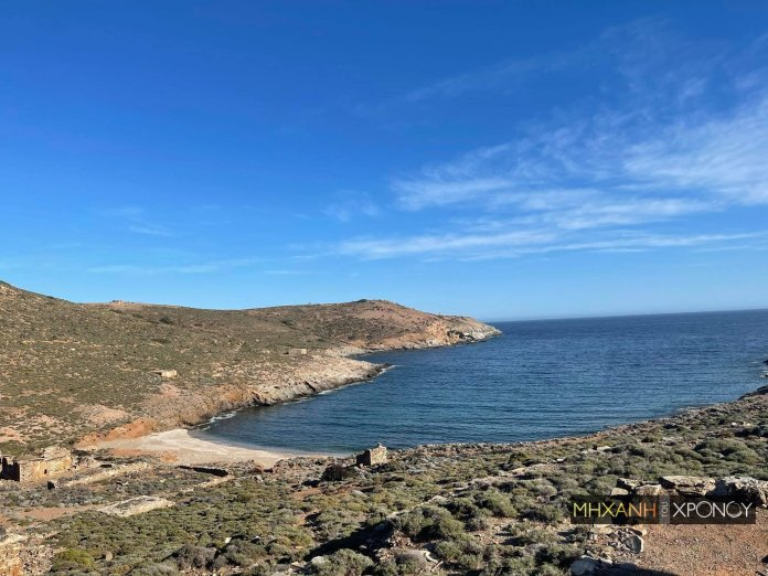 Η παραλία της Μακρονήσου όπου «στήθηκε» το λοιμοκαθαρτήριο.