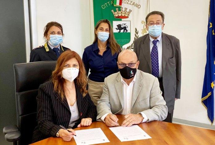 Cristina-Perazzolo-firma-protocollo-antiracket