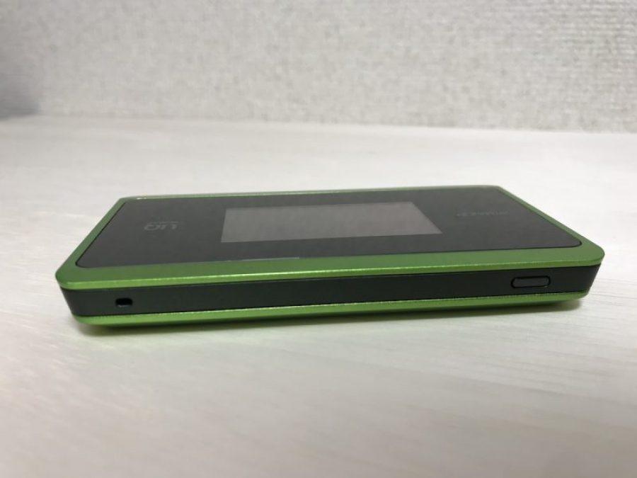 WiMAX WX06の電源ボタン側