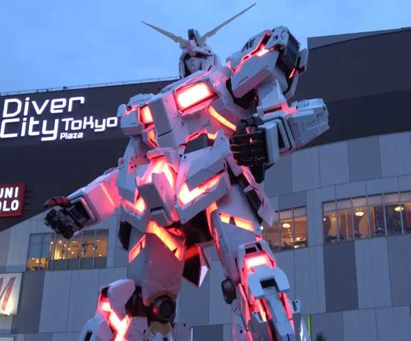 Unicorn Gundam in Odaiba