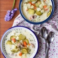 Zupa ogórkowa na żeberkach wieprzowych