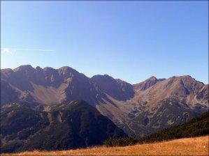 Widok z przełęczy Zabrat, w tle Grań Rohaczy - wrzesień 2012