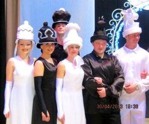 Шляпы -шахматы для танца.