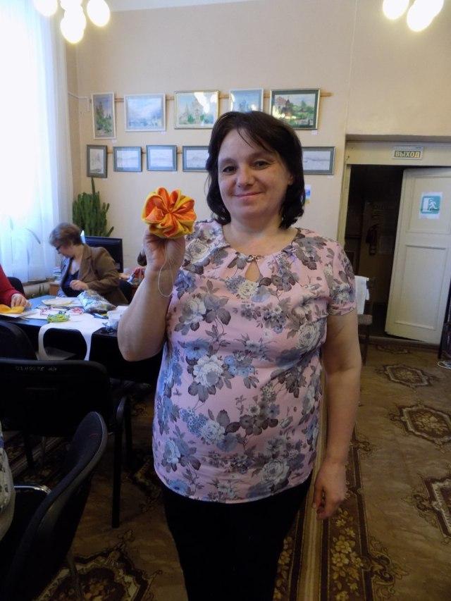 """Цветок """"Цинния"""" оригами из ткани."""