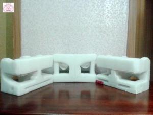 Отверстия для оформления диванчиков.