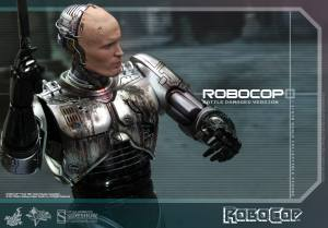 902285-robocop-battle-damaged-version-alex-murphy-007