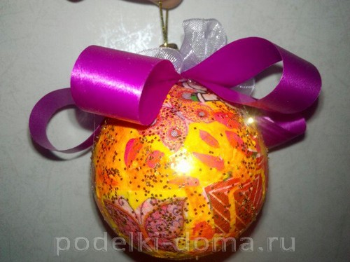 Елочный шар декупаж5