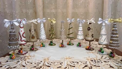 Χριστουγεννιάτικα δέντρα κώνους